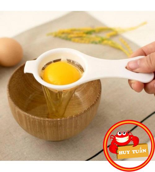 Dụng cụ tách lòng đỏ trứng